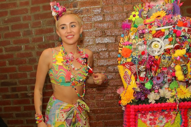 Miley Cyrus Led Zeppelin Babe I'm Gonna Leave You Cover
