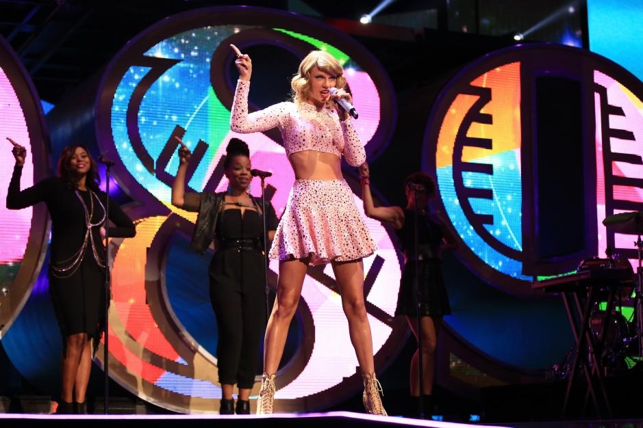 Taylor Swift Secret Album Listening Party Cat Video