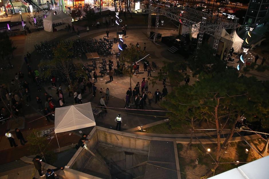 south korea, k-pop, 16 dead, fall