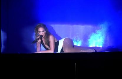 Jennifer Lopez and Iggy Azalea Rubbed Butts During the AMAs