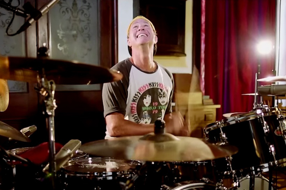 See Chad Smith Kiss the Ground of Led Zeppelin's Headley Grange