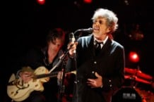 Review: Bob Dylan Teaches Sinatra to Sing on the Rustling 'Shadows in the Night'