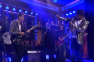 Mark Ronson and Mystikal 'Feel Right' on 'Fallon'