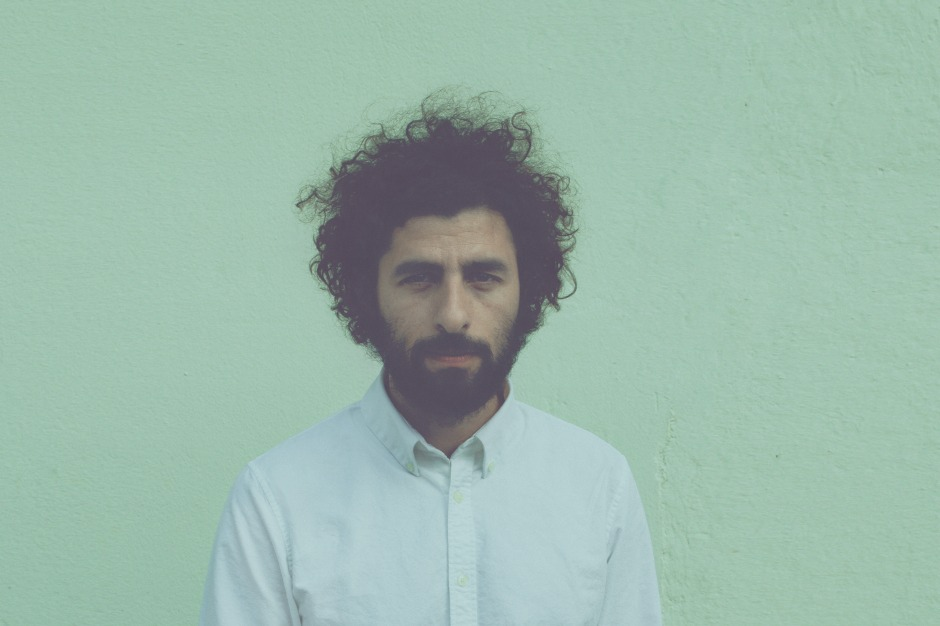Review: Jose Gonzalez Leaves the Bedroom Behind on 'Vestiges & Claws'