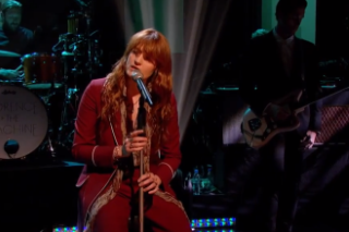 Florence Welch Plays 'What Kind of Man' With Broken Foot on 'Jools Holland'