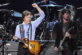 Dave Grohl Joined Paul McCartney For a Performance of 'I Saw Her Standing There'