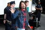 """NEW YORK, NY - MAY 20:  Dave Grohl  of the Foo fighters visits """"Late Show With David Letterman"""" - May 20, 2015 at Ed Sullivan Theater on May 20, 2015 in New York City.  (Photo by John Lamparski/Getty Images)"""