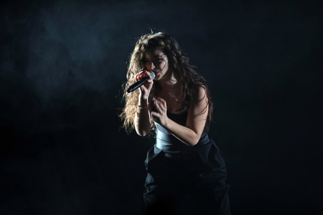 Lorde Performs Live In Dunedin