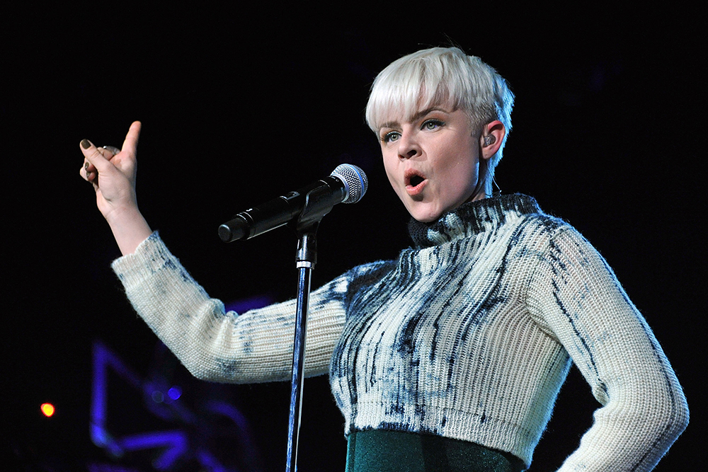 Robyn Distills Pop to Its Purest Form on Beats 1 With 'Set ...