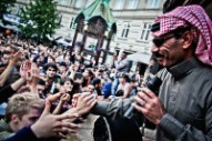 Omar Souleyman Embraces Love, and Relaxation, on 'Bahdeni Nami'