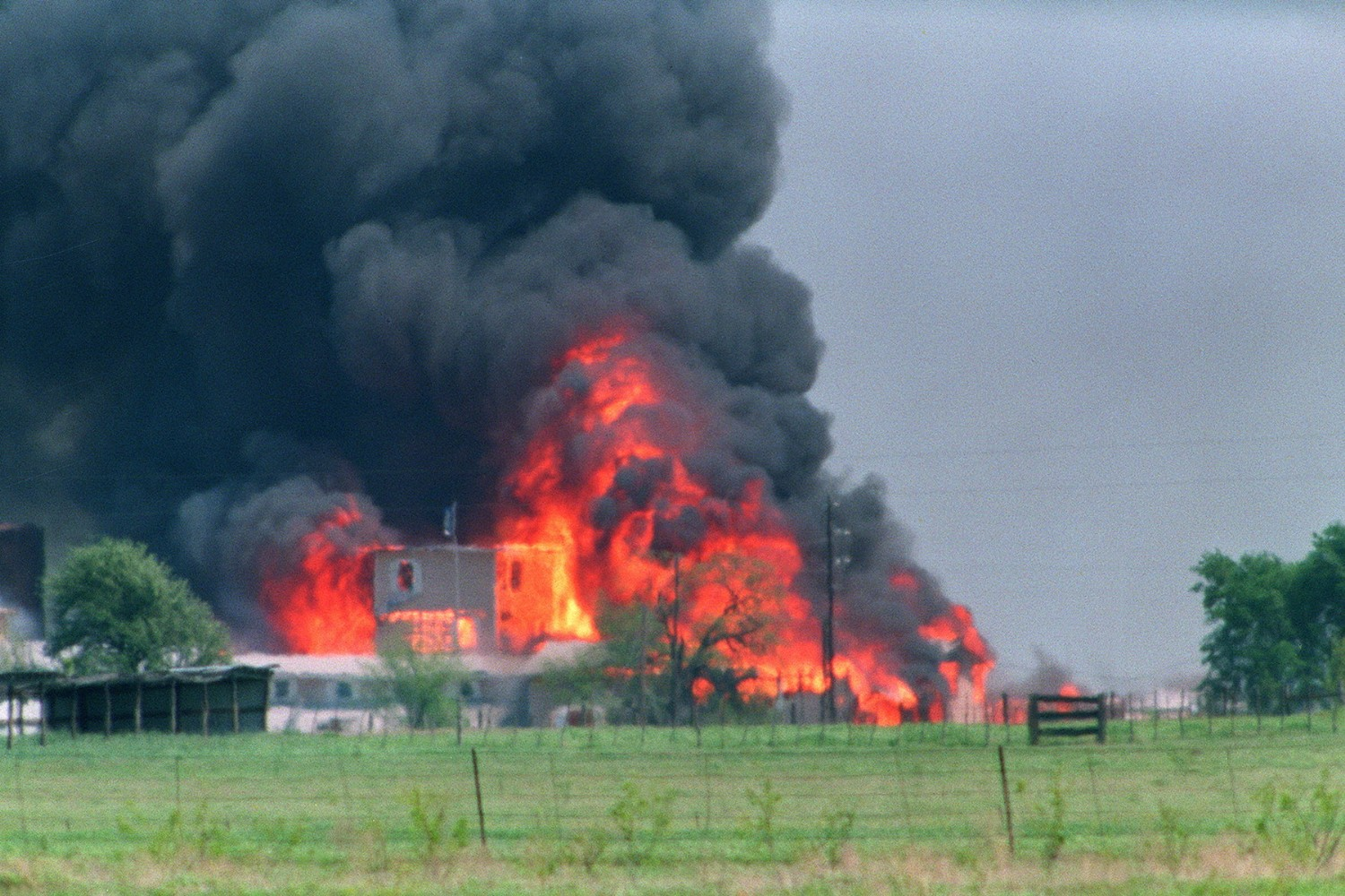 God Rocks: SPIN's 1993 Feature on the Siege in Waco, Texas