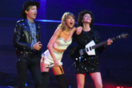 Taylor Swift Performs 'Dreams' With Beck and St. Vincent