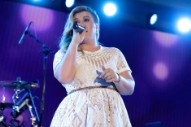 Kelly Clarkson Masterfully Covers Prince's 'Purple Rain'