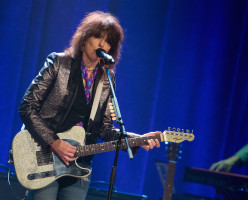 Empathy for Chrissie Hynde: How Rape Culture Poisons Even Our Heroines