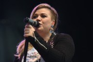 Kelly Clarkson Cancels Six Tour Dates for Vocal Rest