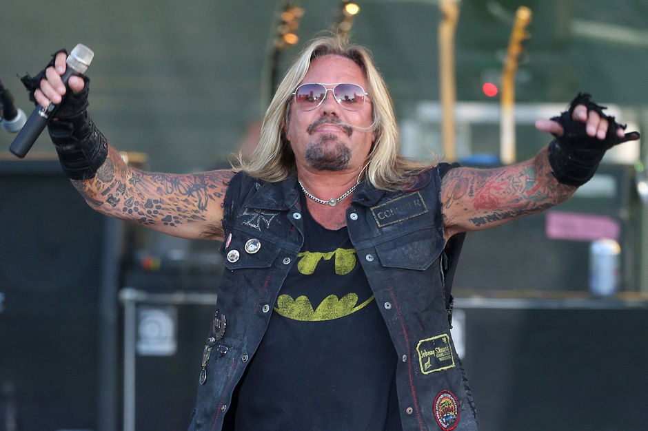 m tley cr e s vince neil hangs up after interviewer. Black Bedroom Furniture Sets. Home Design Ideas