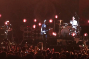Pearl Jam Perform 'Love Boat Captain' in Tribute to Victims of Paris Attack
