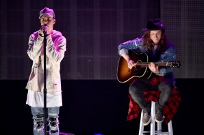 Justin Bieber Closes the AMAs With Three-Song Set