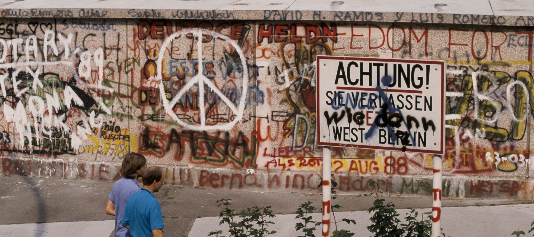 an analysis of berlin wall collapsing down in 1989 1989, about the fall of the berlin wall and the year of diplomacy  of what came after the wall came down  collapsing politically and.