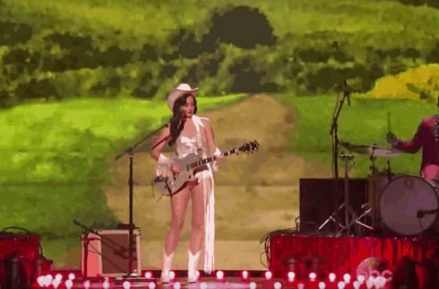 kacey-musgraves-dime-store-cowgirl-cmas-video