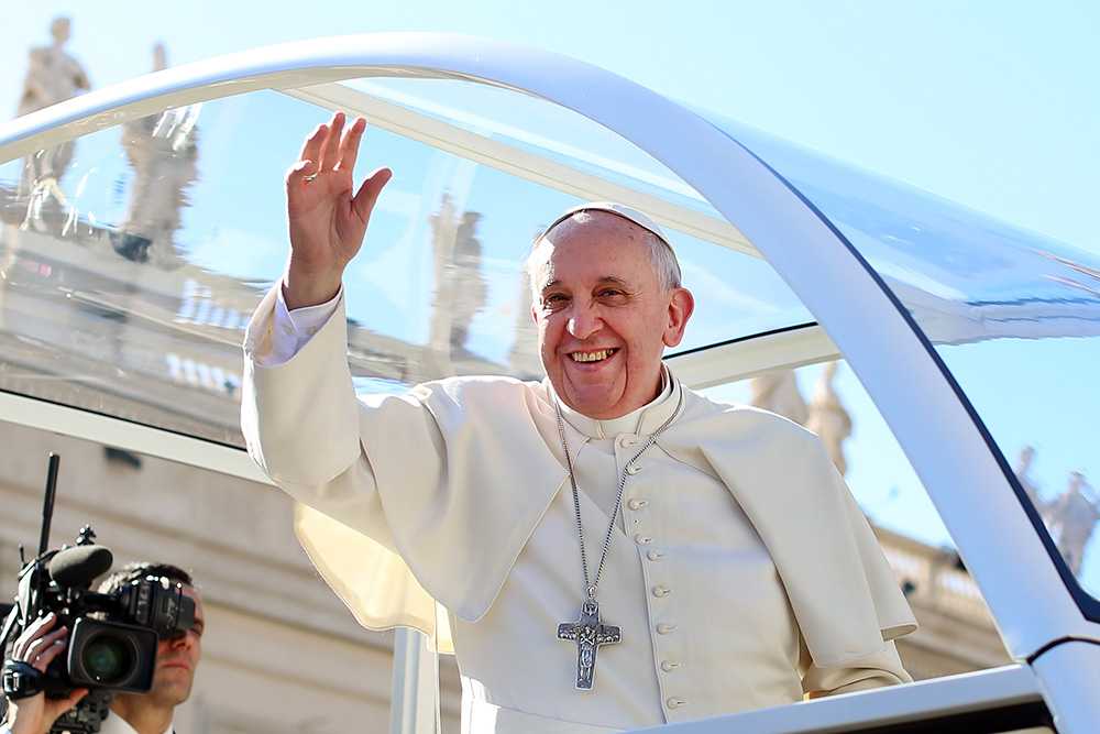 Pope Francis Meets Fiances on Valentine's Day