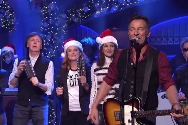 bruce springsteen and paul mccartney performed santa claus is comin to town together on snl. Black Bedroom Furniture Sets. Home Design Ideas