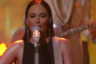 Kacey Musgraves, Fashionably 'Late to the Party' on 'Colbert'