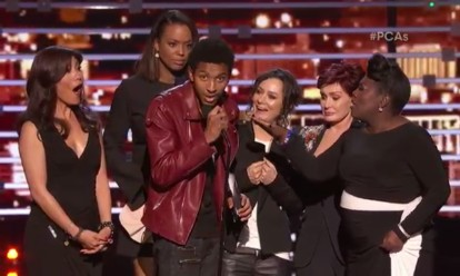 The Talk's crew getting interrupted at the People's Choice Awards