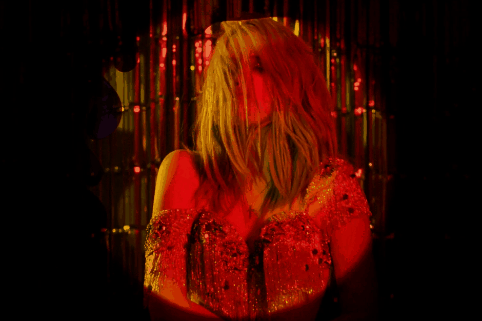 sky-ferreira-primal-scream-where-the-light-gets-in-music-video