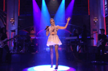 gwen stefani saturday night live snl make me like you misery space pants video watch