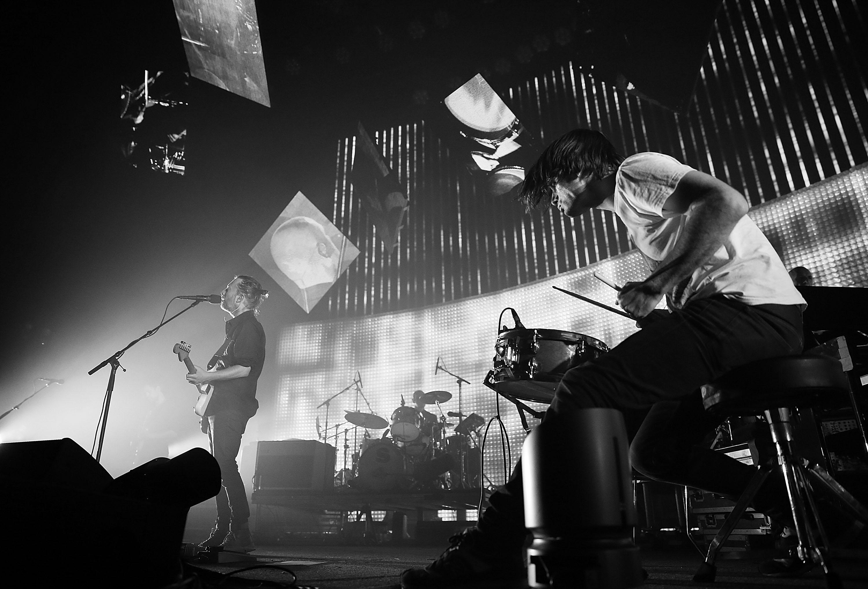 Watch Radiohead Play �...