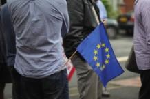 Eddie Izzard Campaigns For Labour In