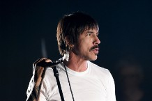 red-hot-chili-peppers-anthony-kiedis-explains-how-he-saved-a-baby-carpool-karaoke-interview-watch