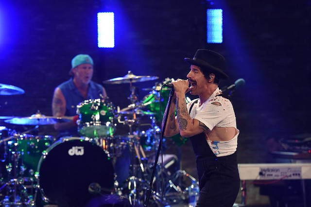 red hot chili peppers new song we turn red is a poppy tour of the u s a spin. Black Bedroom Furniture Sets. Home Design Ideas