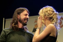 taylor swift rescued dave grohl in front of paul mccartney heartwarming story video