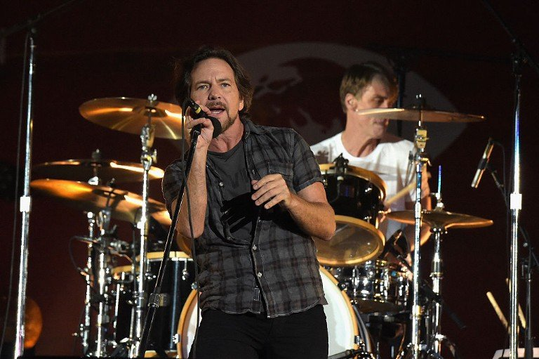 eddie-vedder-ohana-festival-elvis-costello-x-the-band-of-horses-jack-irons-video-watch