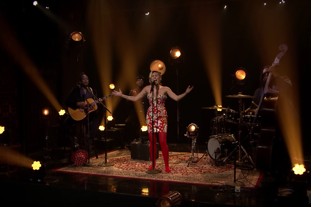 miley-cyrus-sometimes-im-in-the-mood-tonight-show-video