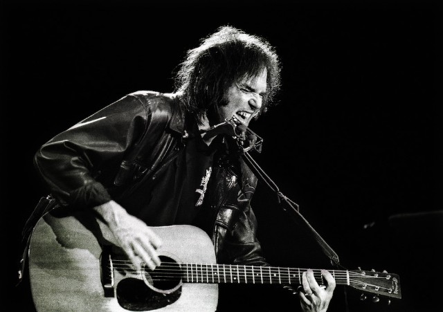 Neil Young's back catalogue returns to Spotify, Apple Music