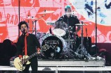 "Watch Green Day Sing ""No Trump, No KKK, No Fascist USA"" at the 2016 AMAs"