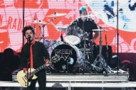 "Watch Green Day Sing ""No Trump, No KKK, No Fascist USA"" at the 2016 AMAs"