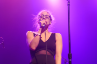 "Watch Fiona Apple Sing Her Anti-Trump Version of ""The Christmas Song"" at Standing Rock Benefit"