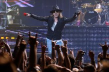 guns-n-roses-axl-rose-slash-reunion-tour-concert-footage-troubadour-los-angeles-watch-640x411