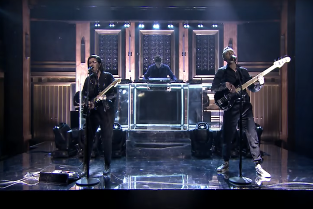 the xx tonight show fallon lips say something loving video