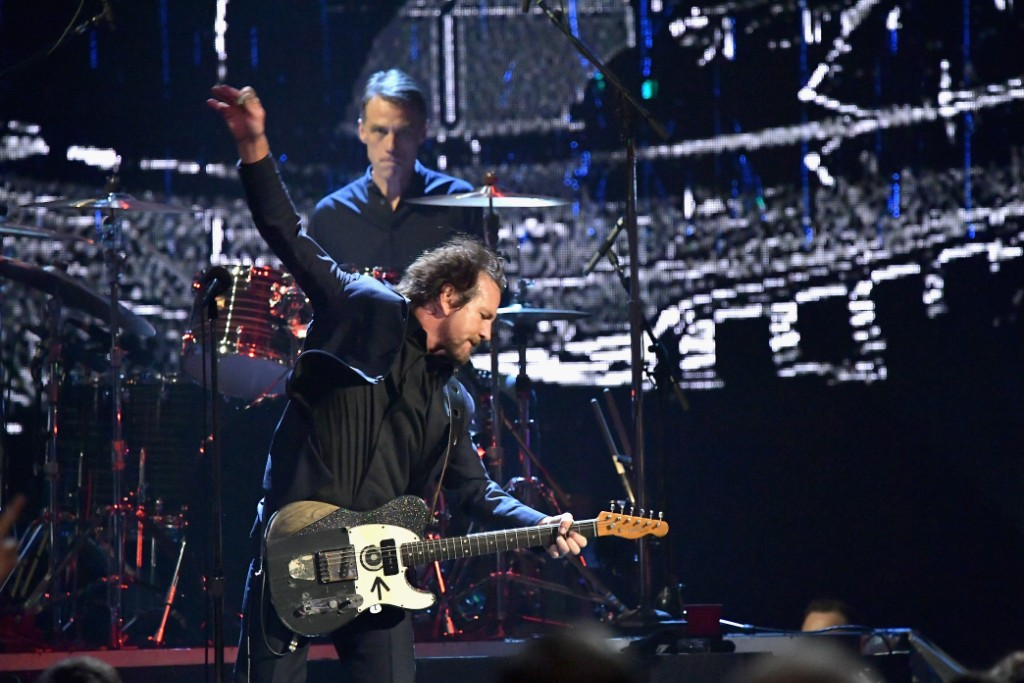 2017 rock and roll hall of fame watch pearl jam perform better man and rockin the free. Black Bedroom Furniture Sets. Home Design Ideas