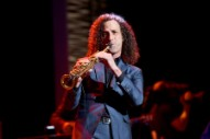 Delta Travelers Forced to Enjoy Mid-Flight Kenny G Concert for Charity