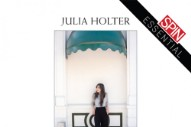 Review: Julia Holter&#8217;s Live Album <i>In the Same Room</i> Brings Out the Richest Qualities in Her Work