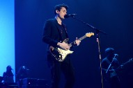 "Watch John Mayer Cover Drake's ""Passionfruit"" Live"