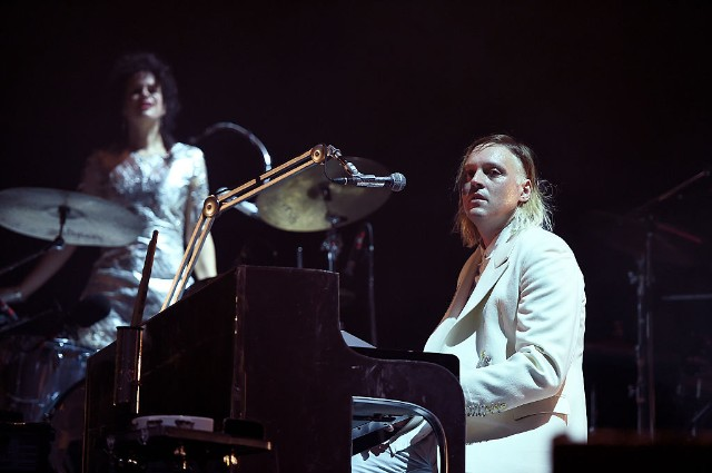 arcade-fire-everything-now-stream-1496245392