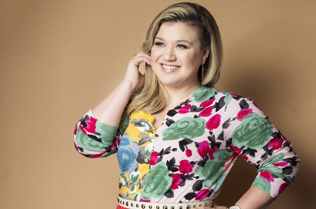 kelly-clarkson-portrait-2015-billboard-1548-1494539440