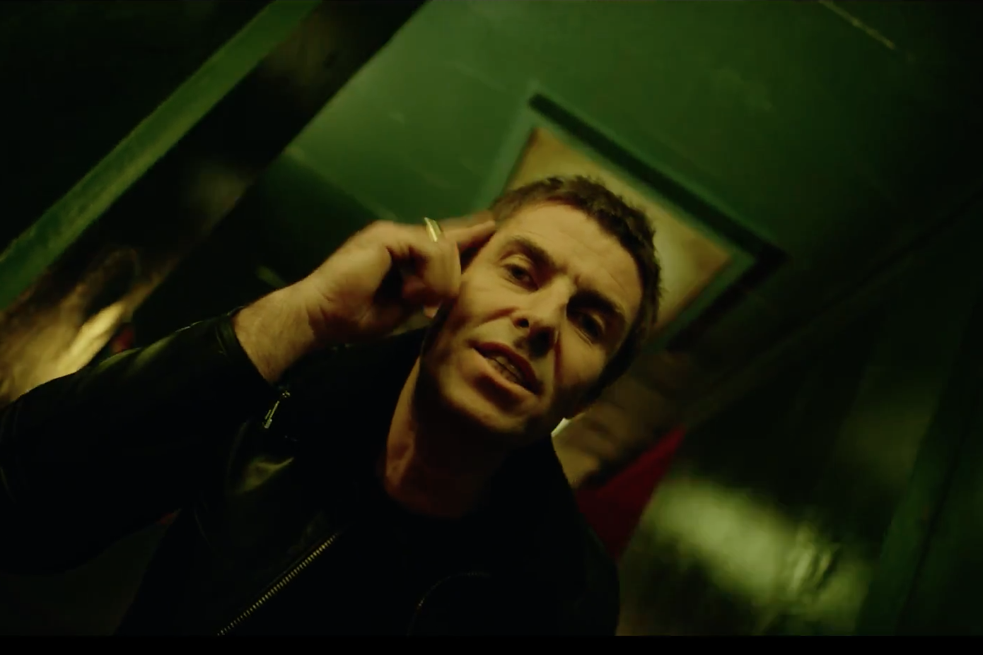 liam-gallagher-wall-of-glass-1496256853